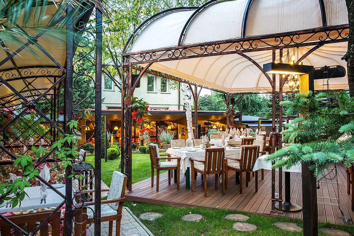 Garden of restaurant Proia